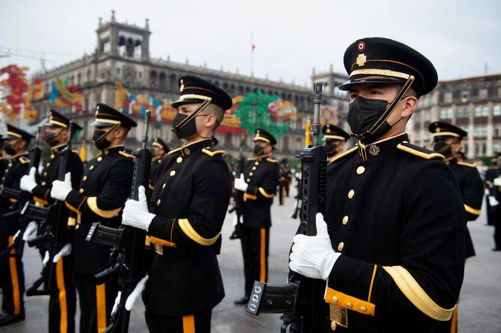 Desfile Cívico Militar por el 211 Aniversario del inicio de la Independencia de México | Fotos 10