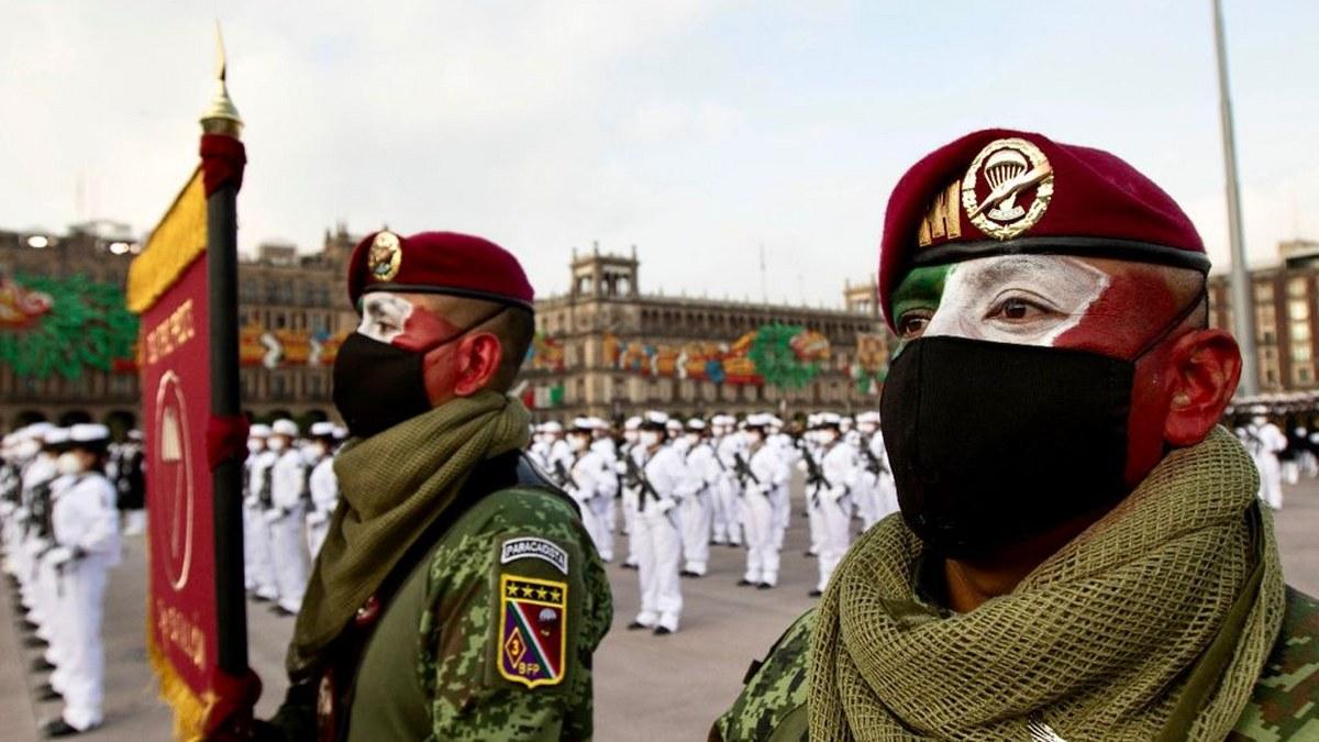 Desfile Cívico Militar por el 211 Aniversario del inicio de la Independencia de México | Fotos 2