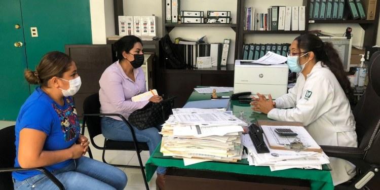 Diputada Jessica Alejo recorre hospitales de Chilpancingo para atender peticiones de apoyo 1