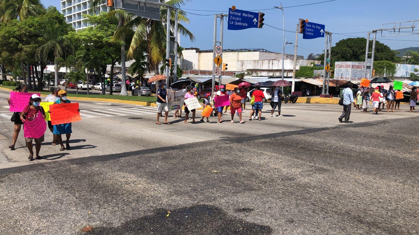Bloqueos por falta de agua paralizan calles y avenidas de Acapulco 2
