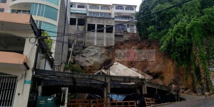 Lluvias aumentan los daños del terremoto en Acapulco; colapsan edificio y alberca 1