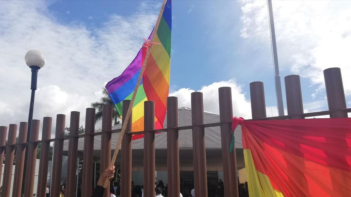 """Colectivo LGBTI protesta en Chilpancingo; """"hay leyes pendientes de aprobar"""", dicen 1"""