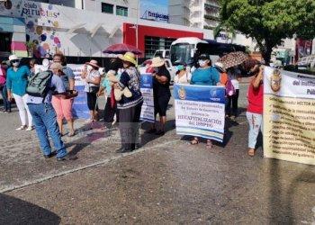 Jubilados bloquean dos puntos en Acapulco; exigen a Adela el pago al ISSSPEG 6