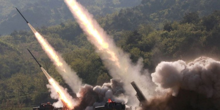 Las dos Coreas prueban misiles balísticos como demostración de fuerza militar 1