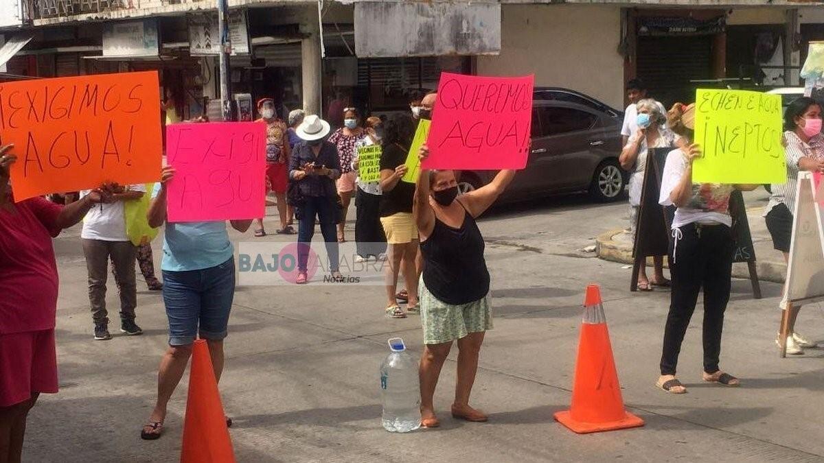 Bloquean la Progreso por falta de agua; amagan con suspender pagos a Capama 2