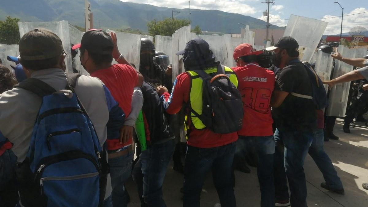 Policías de Guerrero garrotean a empleados del ayuntamiento de Chilpancingo por exigir pagos 2
