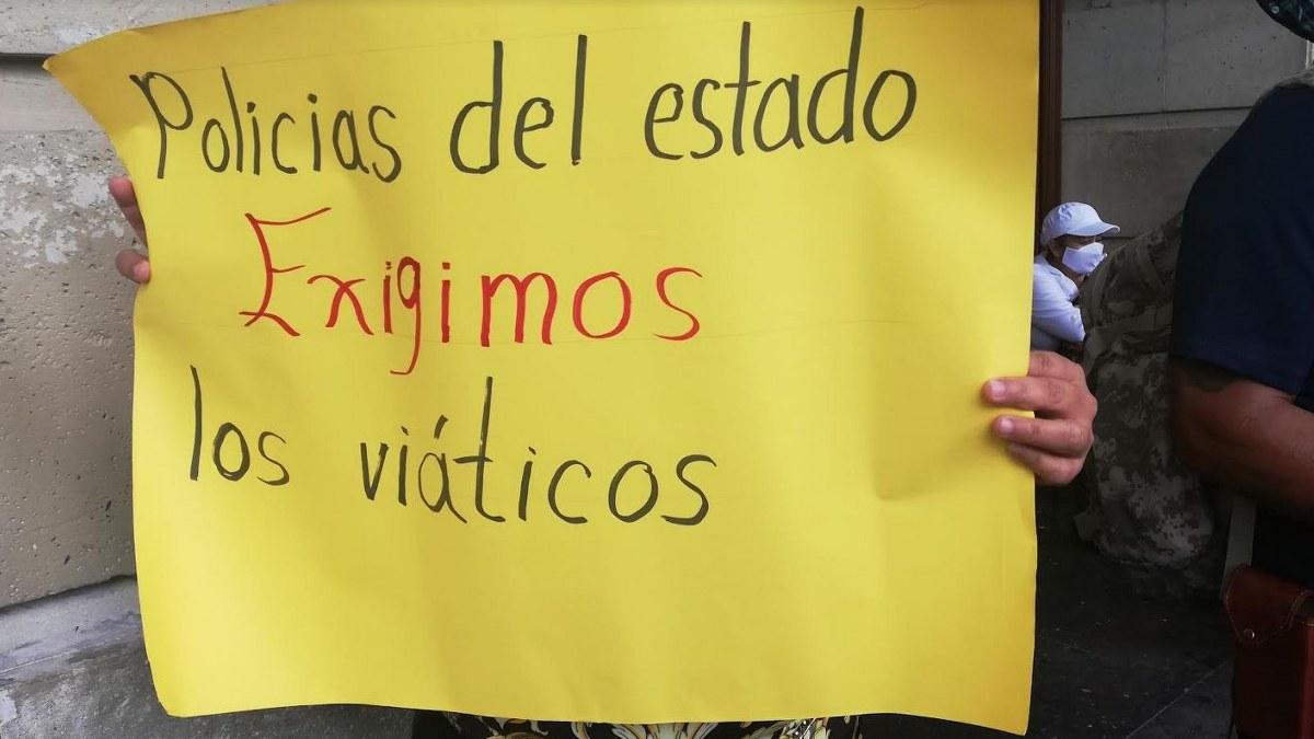 """Chilpancingo: policías estatales exigen pago de viáticos; """"comemos tacos con sal"""", dicen 2"""