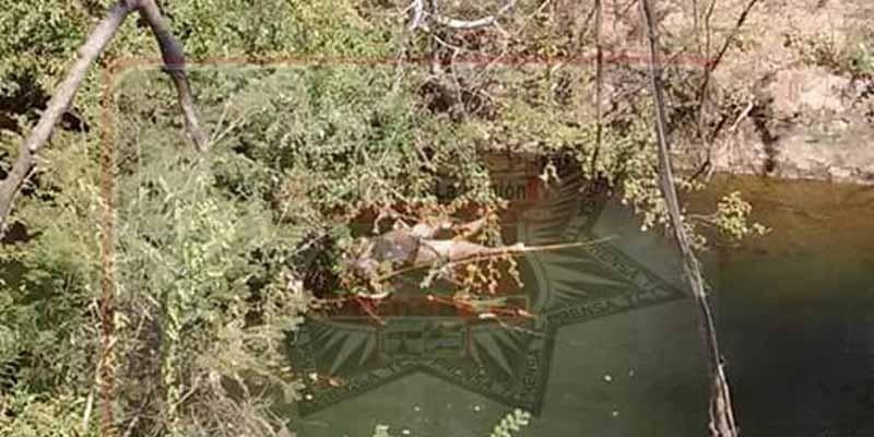 Hallan a mujer flotando en un canal de Arcelia