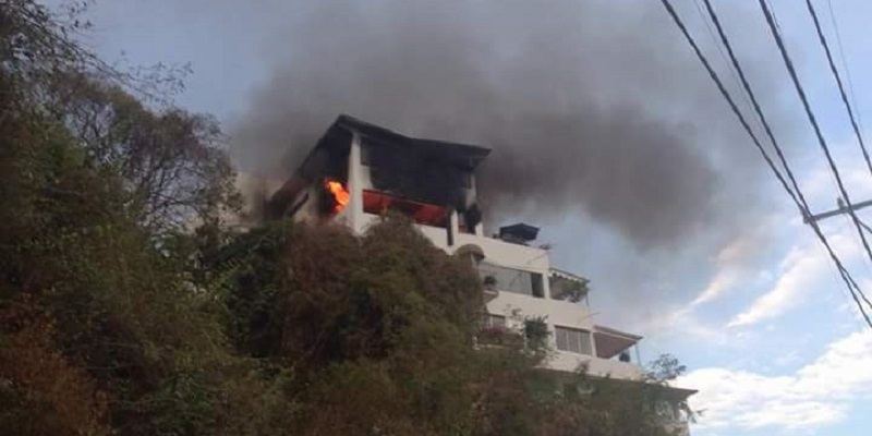 Se incendia condominio en la colonia Costa Azul de Acapulco