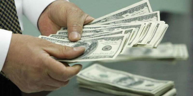 Dólar avanza, se ubican en $19.92 en bancos