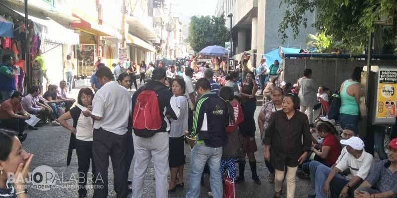 Marchan maestros en Chilpancingo; se unen a paro de 48 horas