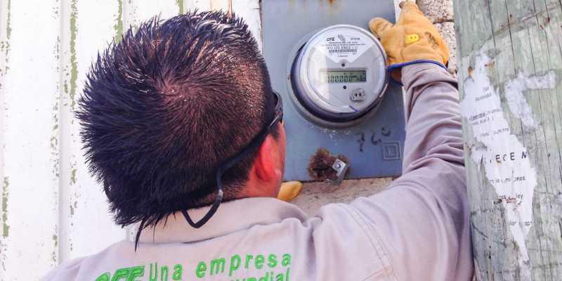 Sufren empleados de la CFE amenazas cotidianas del crimen en Acapulco