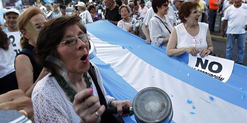 Promueven huelga general en Argentina en protesta por despidos masivos