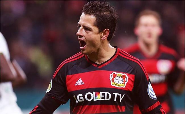 Se lesiona 'Chicharito' tras anotar gol al Werder Bremen
