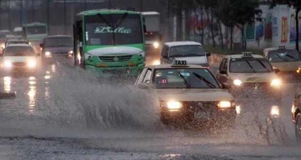 Lluvia deja afectaciones viales en CDMX