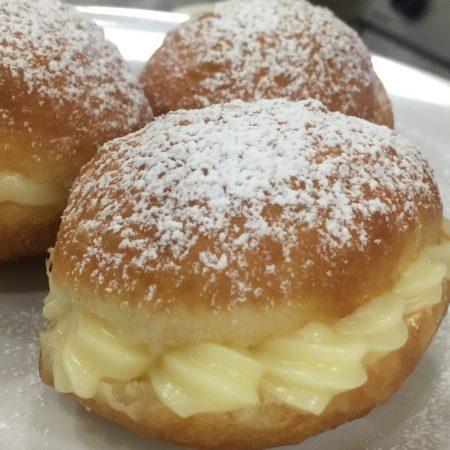 Sonho Recheado de Padaria - Como fazer usando a massa básica de pão doce bake and cake.