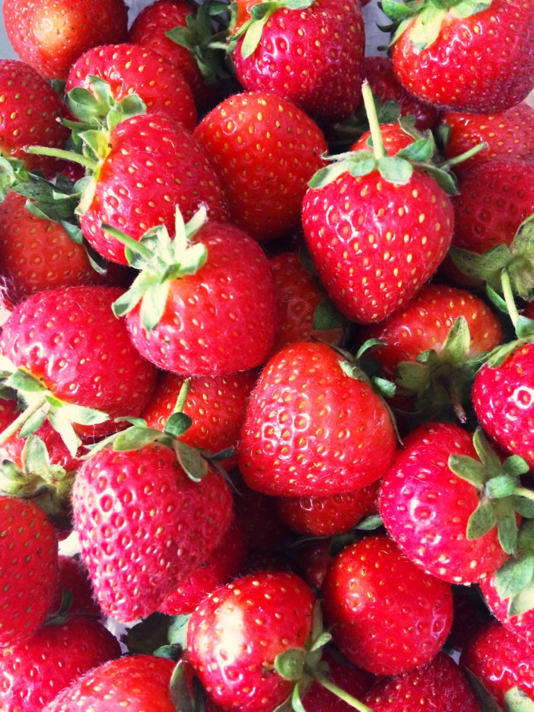 Super Strawberry Swiss Roll Bakearama