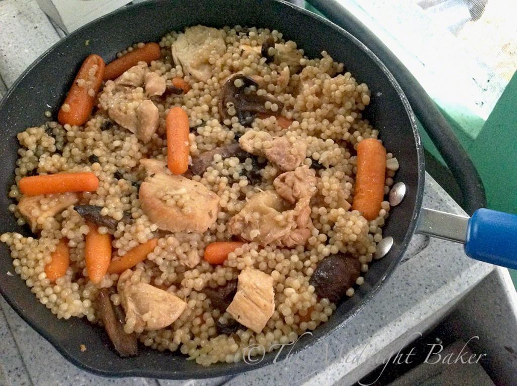 Chicken & Veggies with Couscous Quick Skillet Dinner | bakeatmidnite.com | #chicken #couscous #30minutemeals
