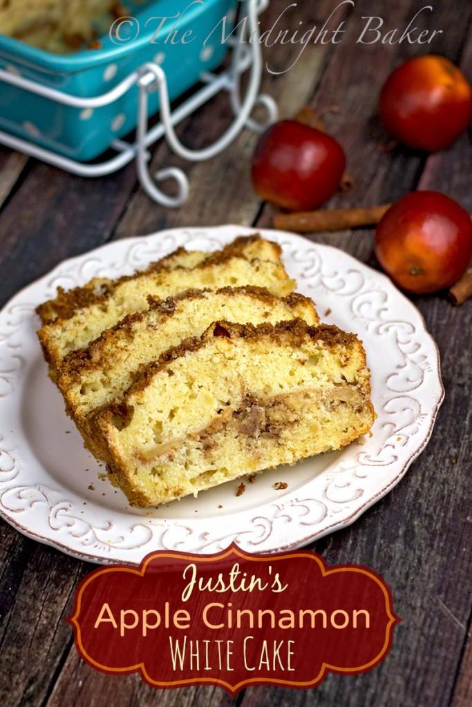 Apple Cinnamon White Cake   bakeatmidnite.com   #coffeecake #applecake #streuselcoffeecake