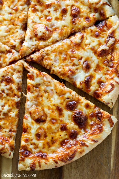 Resep Pizza Oven : resep, pizza, Classic, Crust, Three, Cheese, Pizza, Baked, Rachel