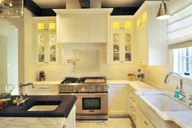 Suzie: Beckwith Interiors  Chic kitchen deisgn with creamy white glass-front kitchen cabinets, ...