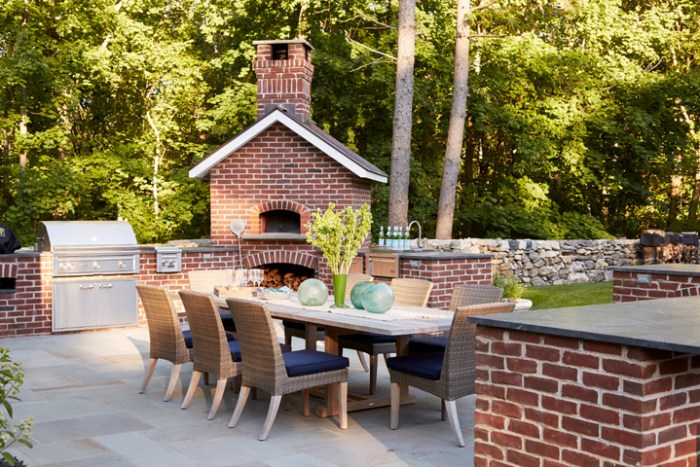 outdoor-kitchen-dining