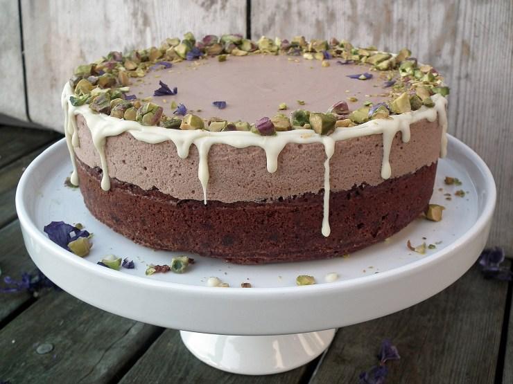 sjokolademoussekake_sjokoaldemousse_brownie_sjokoladekake_mousse_pistasjnøtter_kake_dessert_oppskrift_bakemagi_2