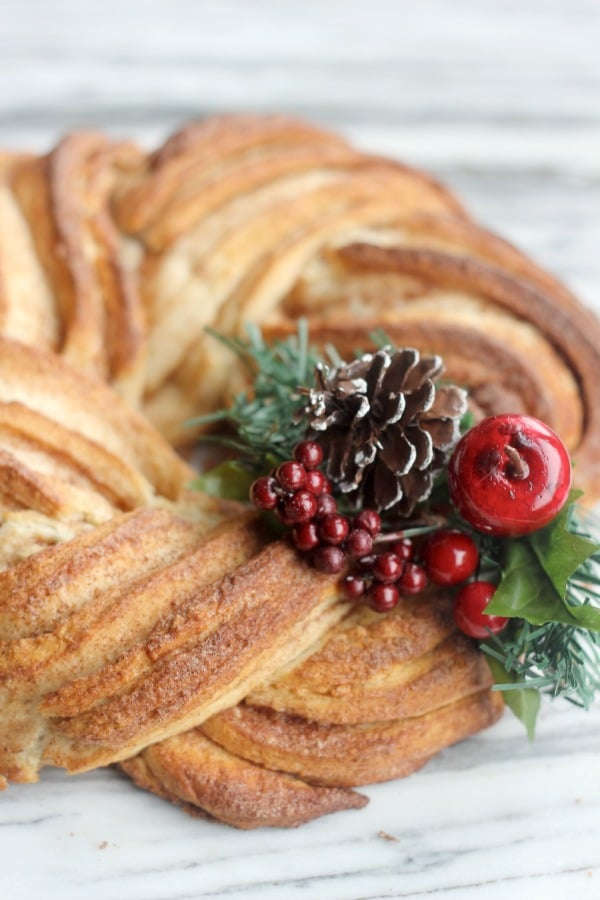 Cinnamon Roll Wreath- Baker Bettie