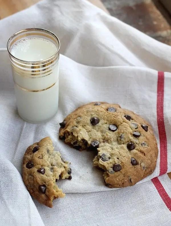 huge-chocolate-chip-cookie