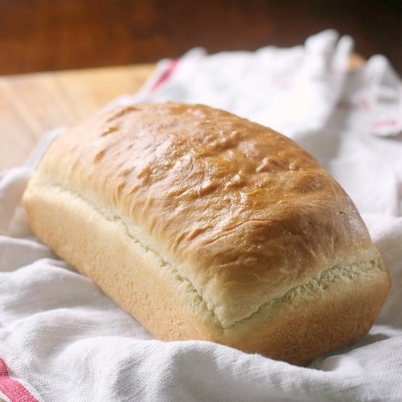 White Sandwich Bread Best Recipes: Country White Sandwich Bread Recipe -Baker Bettie