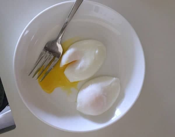 How to Easily Poach an Egg | Baker Bettie