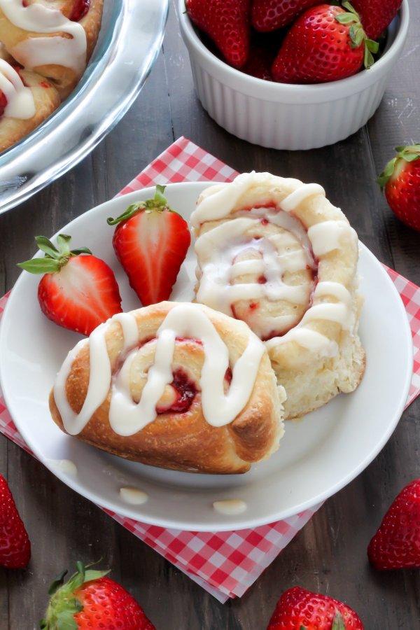 Strawberry Rolls With Vanilla Glaze - Baker Nature