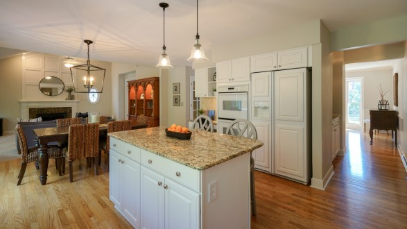 Bright and Spacious Kitchen
