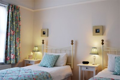 Twin bedroom - all bed linen provided