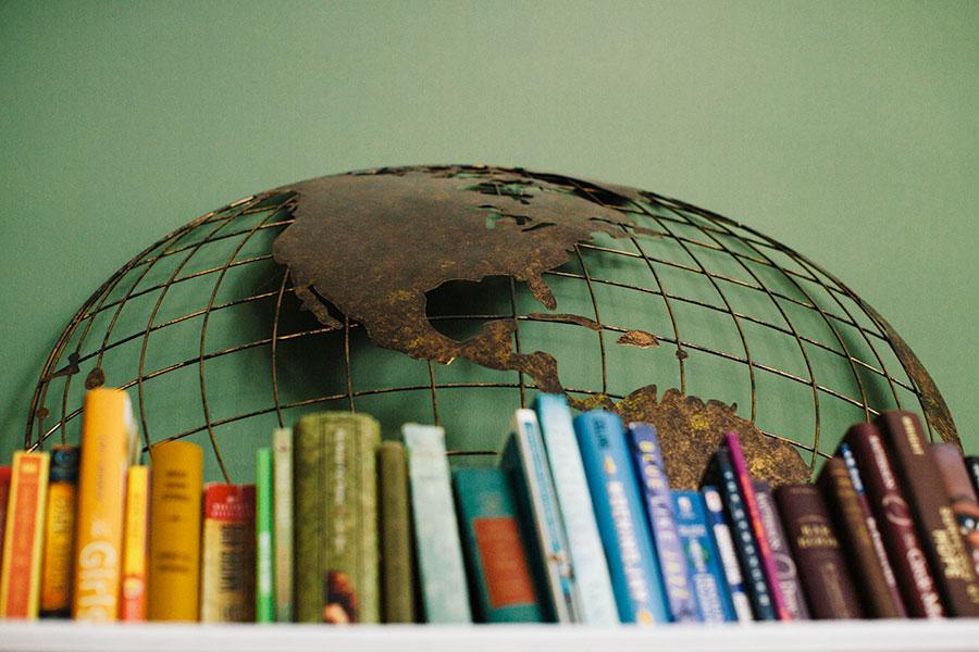 mantle-decor-color-arranged-books-3 Color Arranged Books as Mantle Decor Home & Design Our Life