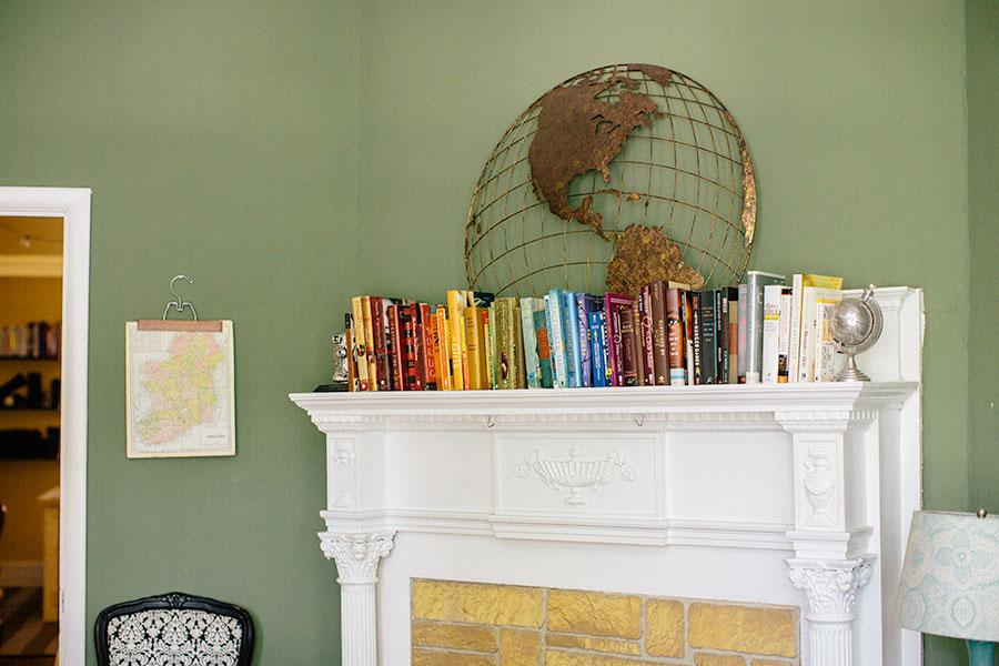mantle-decor-color-arranged-books-4 Color Arranged Books as Mantle Decor Home & Design Our Life