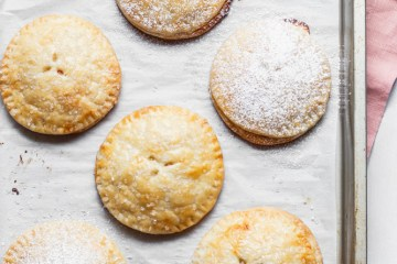 peach hand pies dusted with powdered sugar