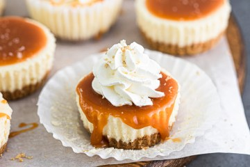 mini cheesecake with salted caramel