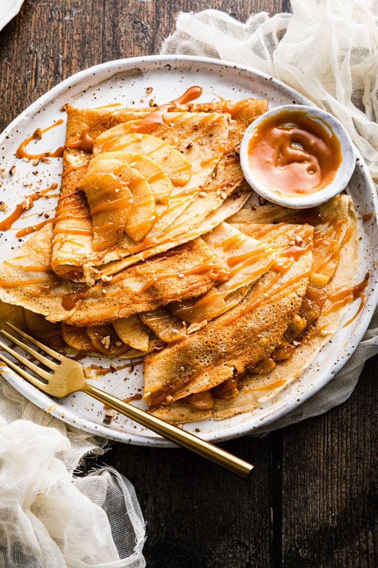 apple crepes with caramel and pecans