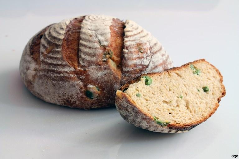 לחם פולנטה וזיתים איטלקיים