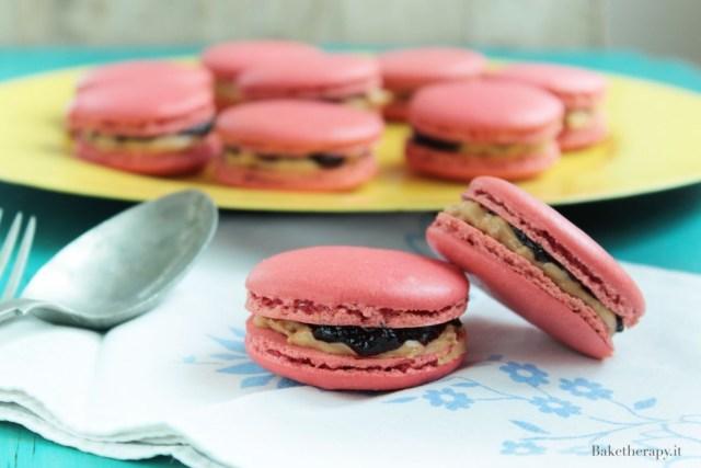 Macaron Peanut butter & jelly