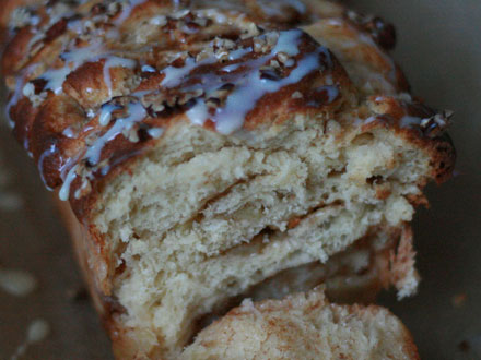 Apple Cinnamon Pull-Apart Bread | Bake to the roots