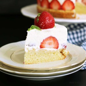 (Almost) No-Bake Strawberry Shortcake Cheesecake | Bake to the roots