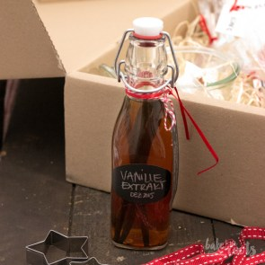 Homemade Vanilla Extract | Bake to the roots