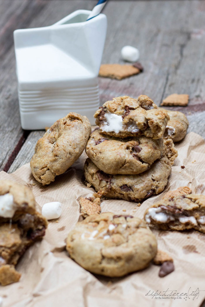 """S'mores Stuffed Cookies 
