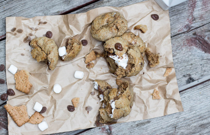 """S'mores Stuffed Cookies   Cookie Friday with """"dipi..t..seren(ity)"""""""