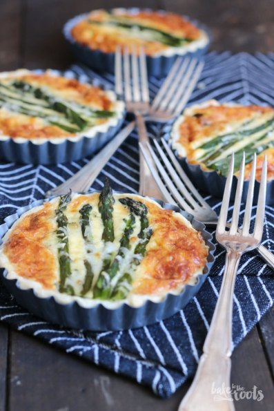 Tartlets with Green Asparagus and Wild Garlic | Bake to the roots