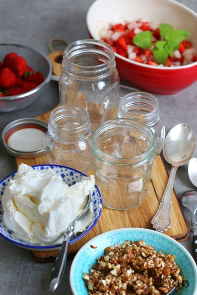 Raw Cheesecake in a Jar | Bake to the roots