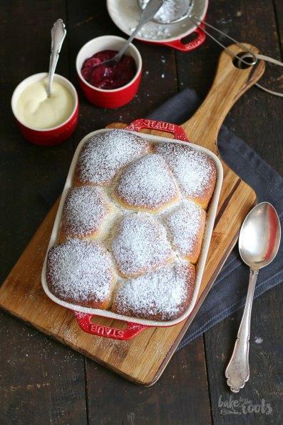 Buchteln mit Rhabarber Ingwer Kompott | Bake to the roots