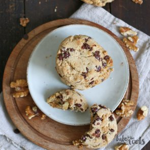 Vegan Walnut Chocolate Chip Cookies | Bake to the roots